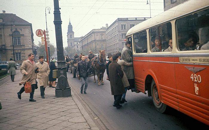 Варшава 1960, Красный автобус 1