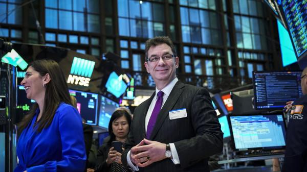 Это просто бизнес. Гендиректор Pfizer продал 62% своих акций на созданном им