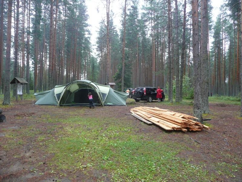 Устраиваемся. Пиломатериалы для ремонта навеса для дров, нас попросили их на дрова не переводить.