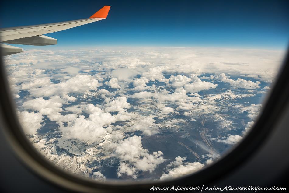 Земля в иллюминатор самолета