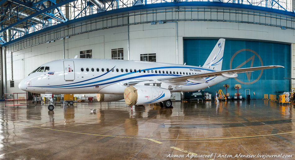 Самолет SSJ100