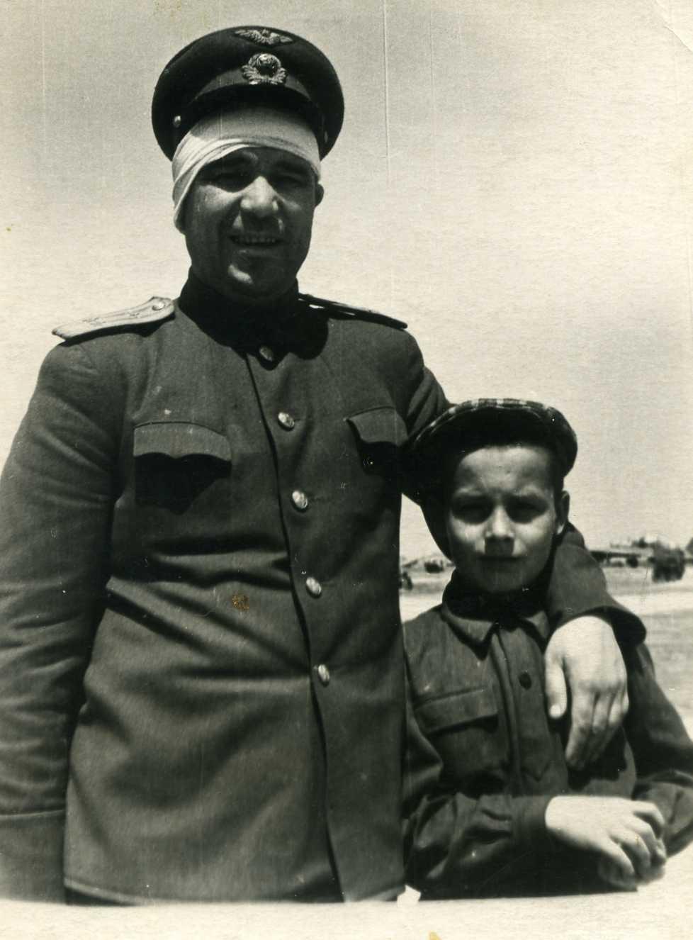 Фролов Борис Иванович с сыном