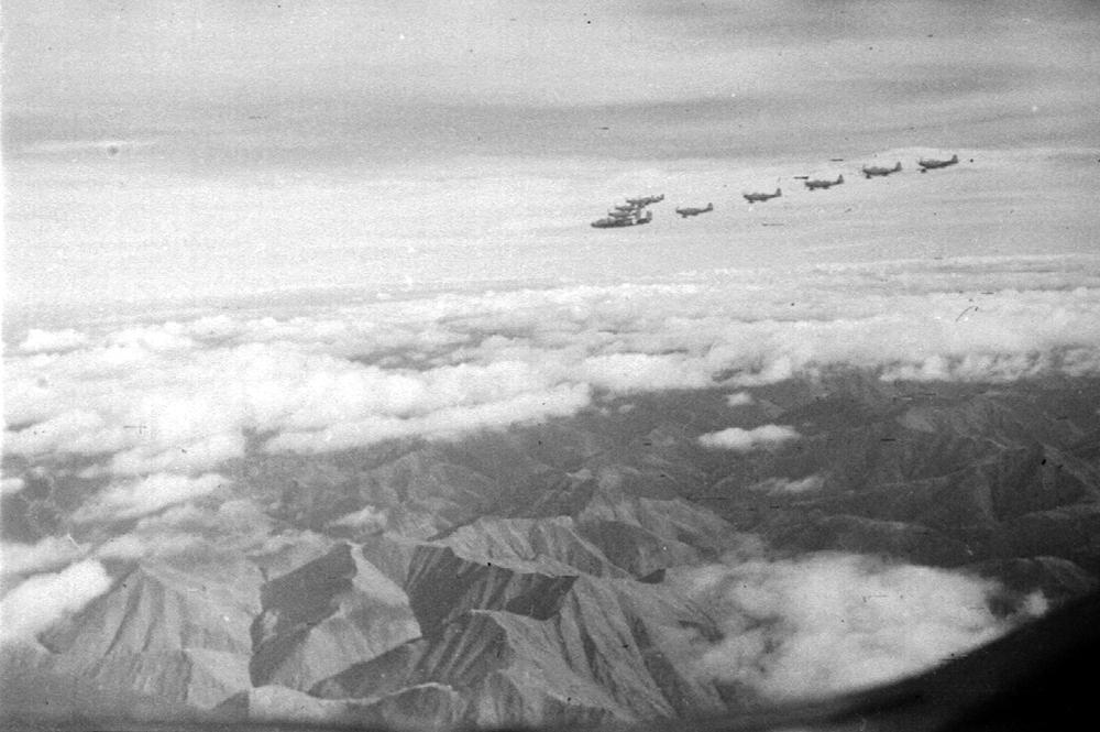 самолеты летят над Верхоянским хребтом