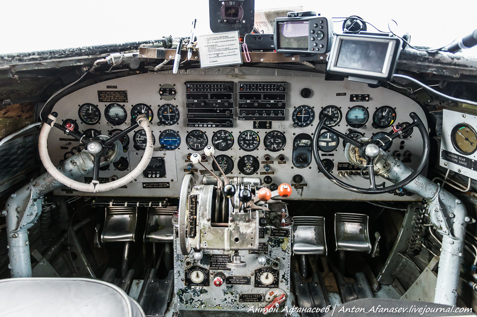 кабина пилотов Douglas DC-3