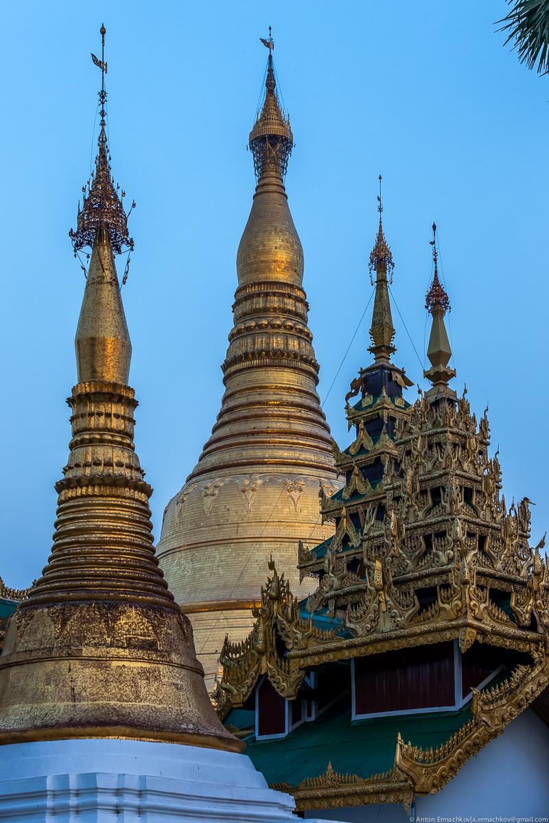 Swedagon Pagoda (night)-1