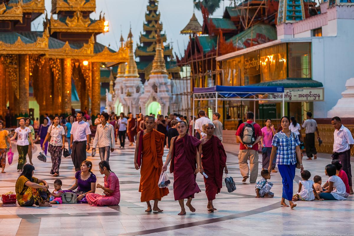 Swedagon Pagoda (night)-2