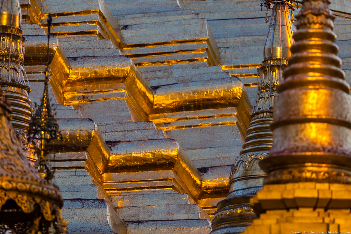 Swedagon Pagoda (night)-3