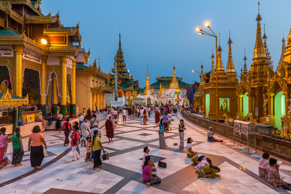 Swedagon Pagoda (night)-4