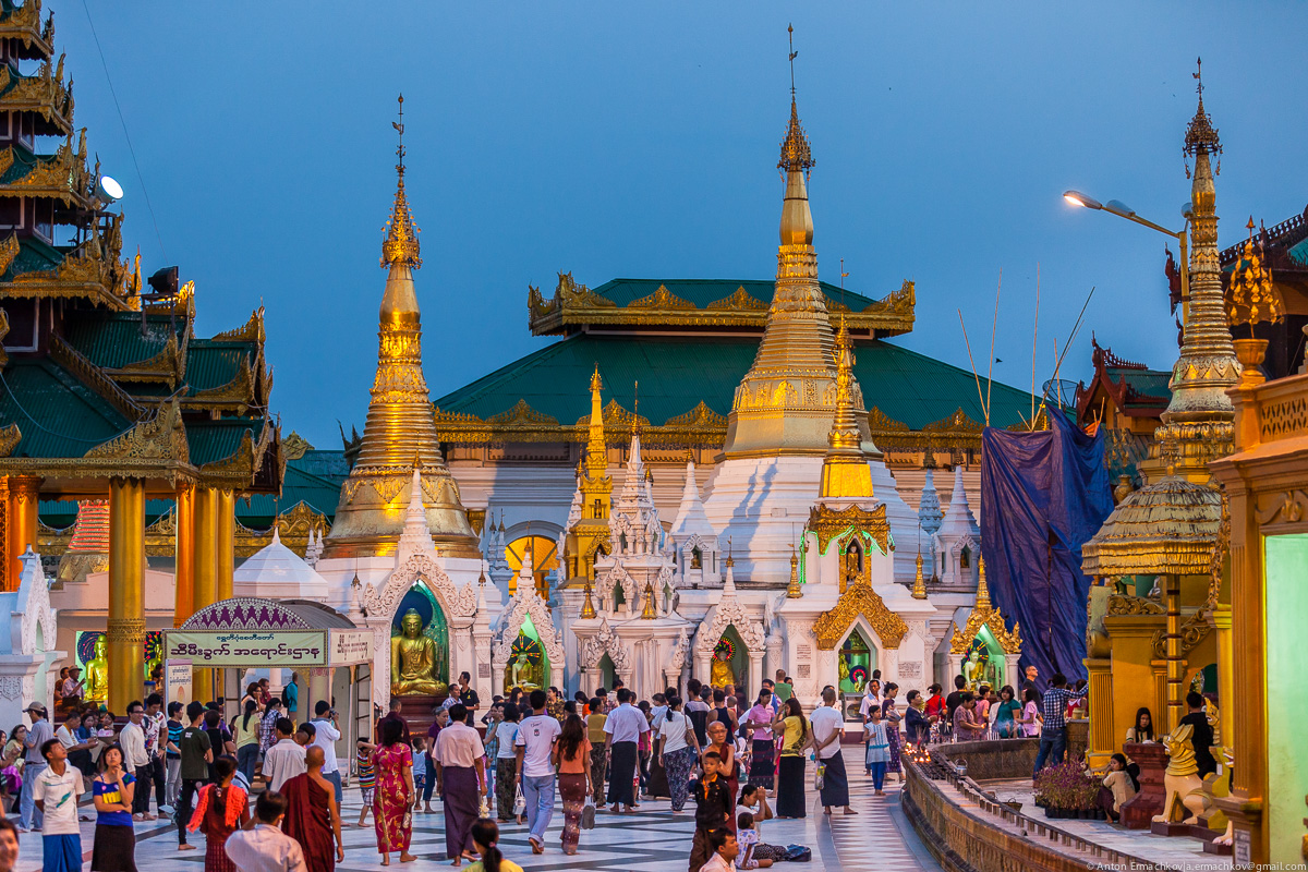 Swedagon Pagoda (night)-5