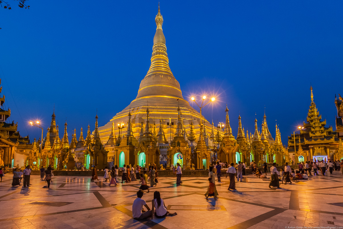 Swedagon Pagoda (night)-6