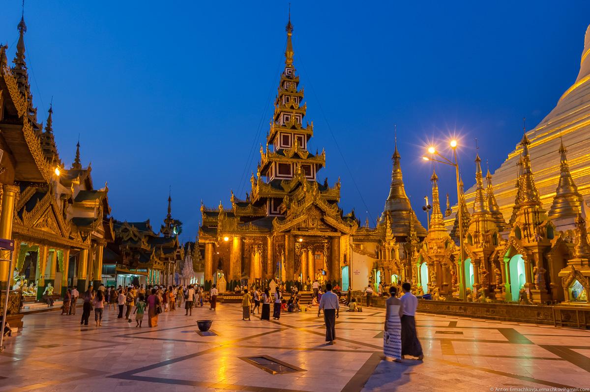 Swedagon Pagoda (night)-7