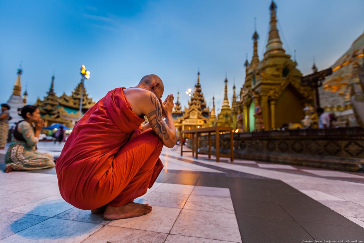 Swedagon Pagoda (night)-10