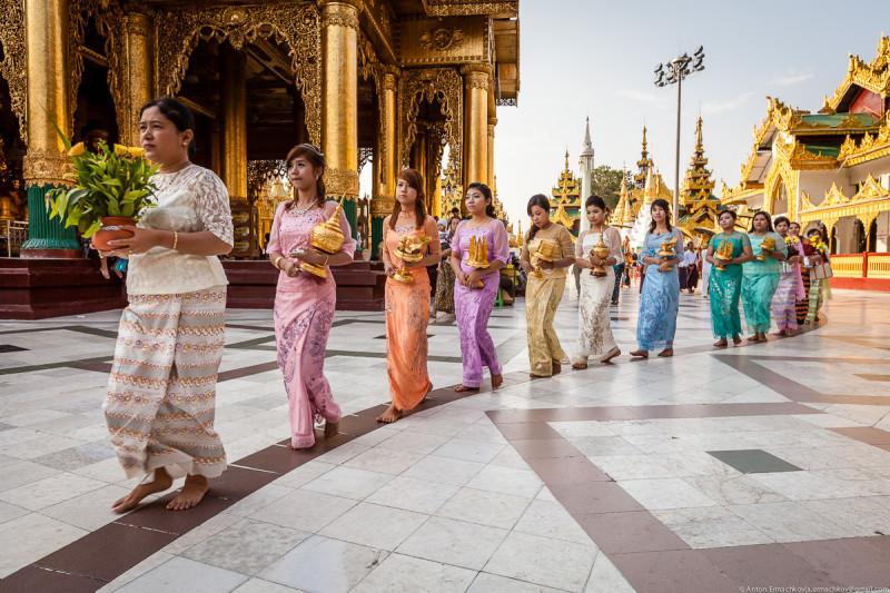 Shwedagon Pagoda (day)-12