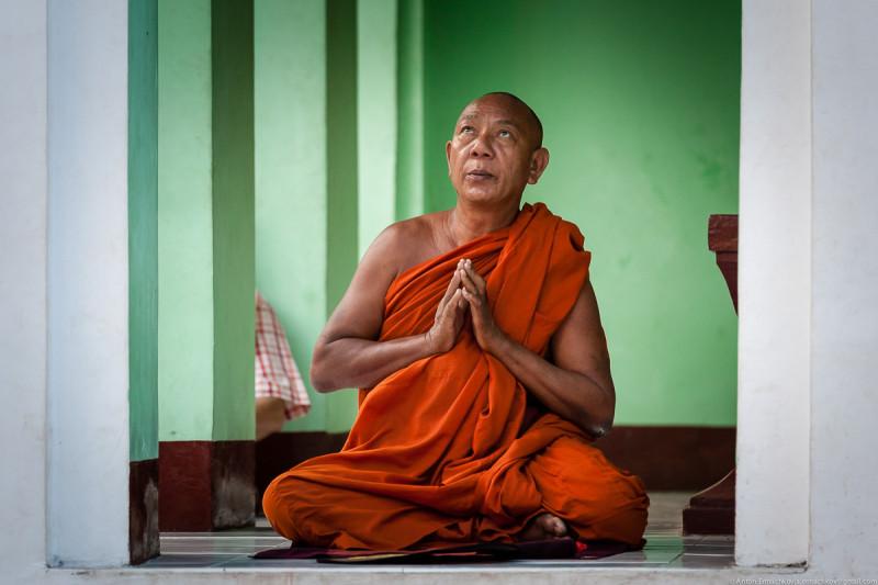 Shwedagon Pagoda (day)-17