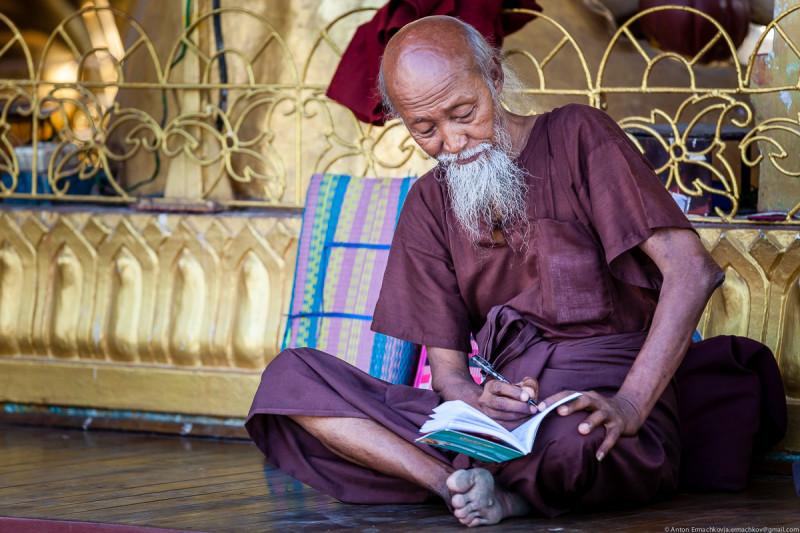 Shwedagon Pagoda (day)-19