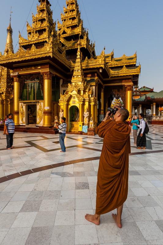 Shwedagon Pagoda (day)-23