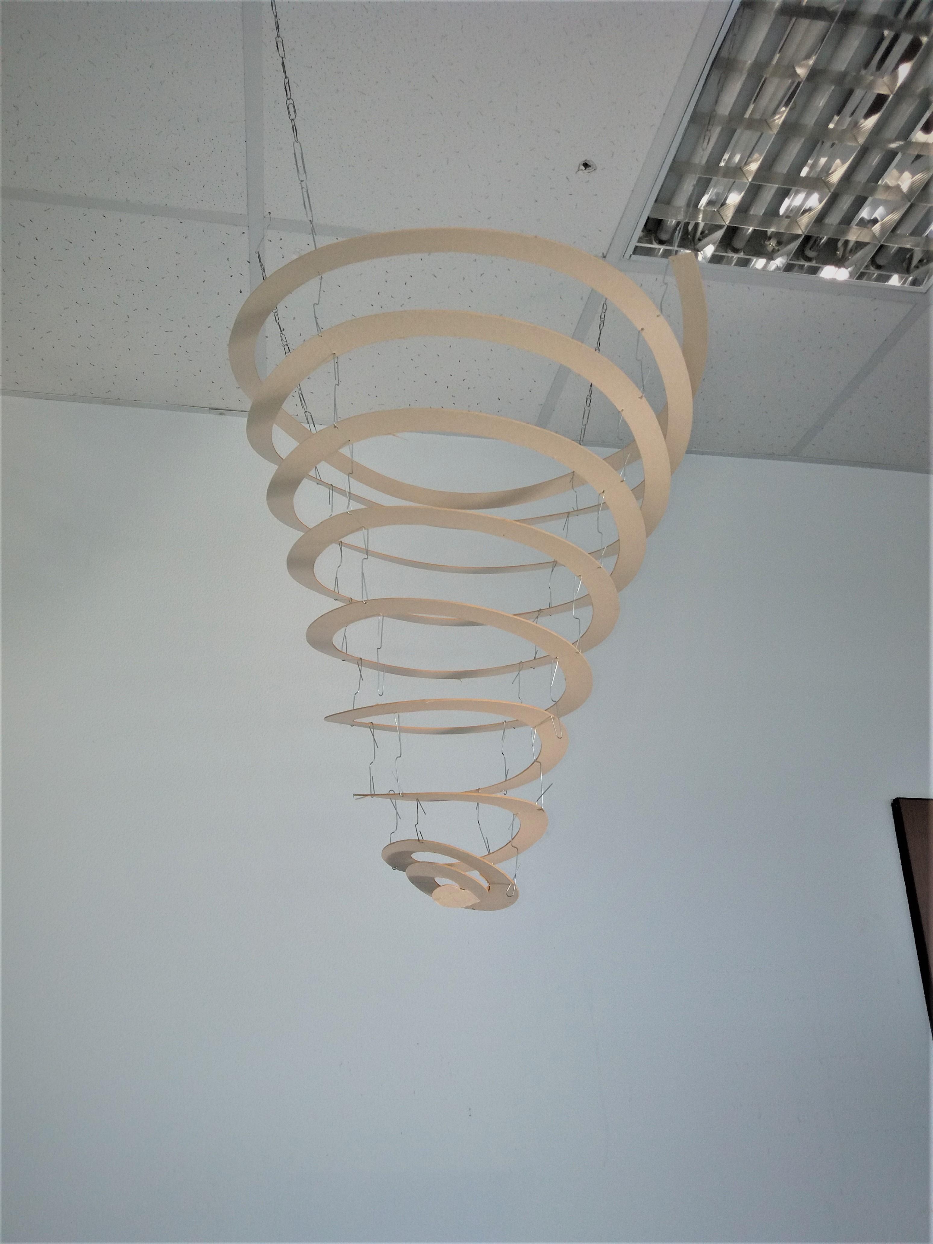 Над обеденным столом ребята смастерили спираль - символ всего живого