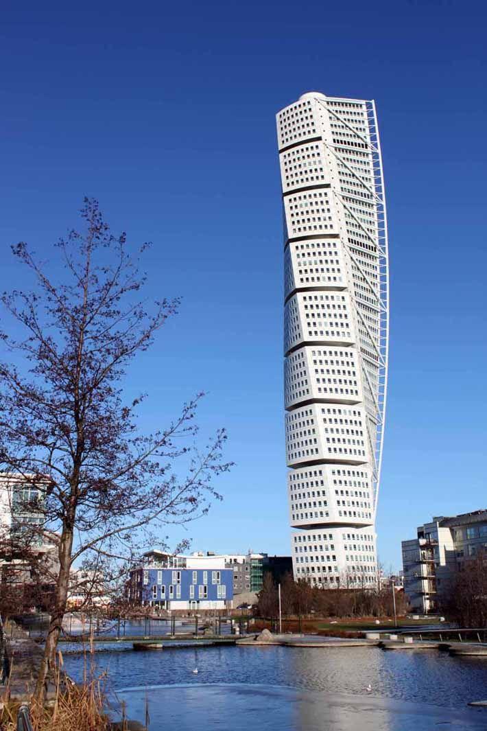 """Мальмё. Швеция. Небоскрёб """"Turning Torso"""" (закрученный торс). Архитектор Сантьяго Калатрава Вальс, 2005 г."""
