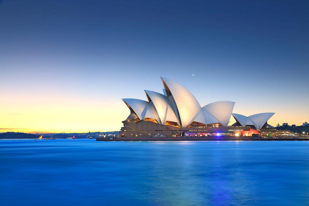 Сиднейский Оперный театр. Проект был разработан архитектором Йорном Утзоном для Международного конкурса 1957 года.
