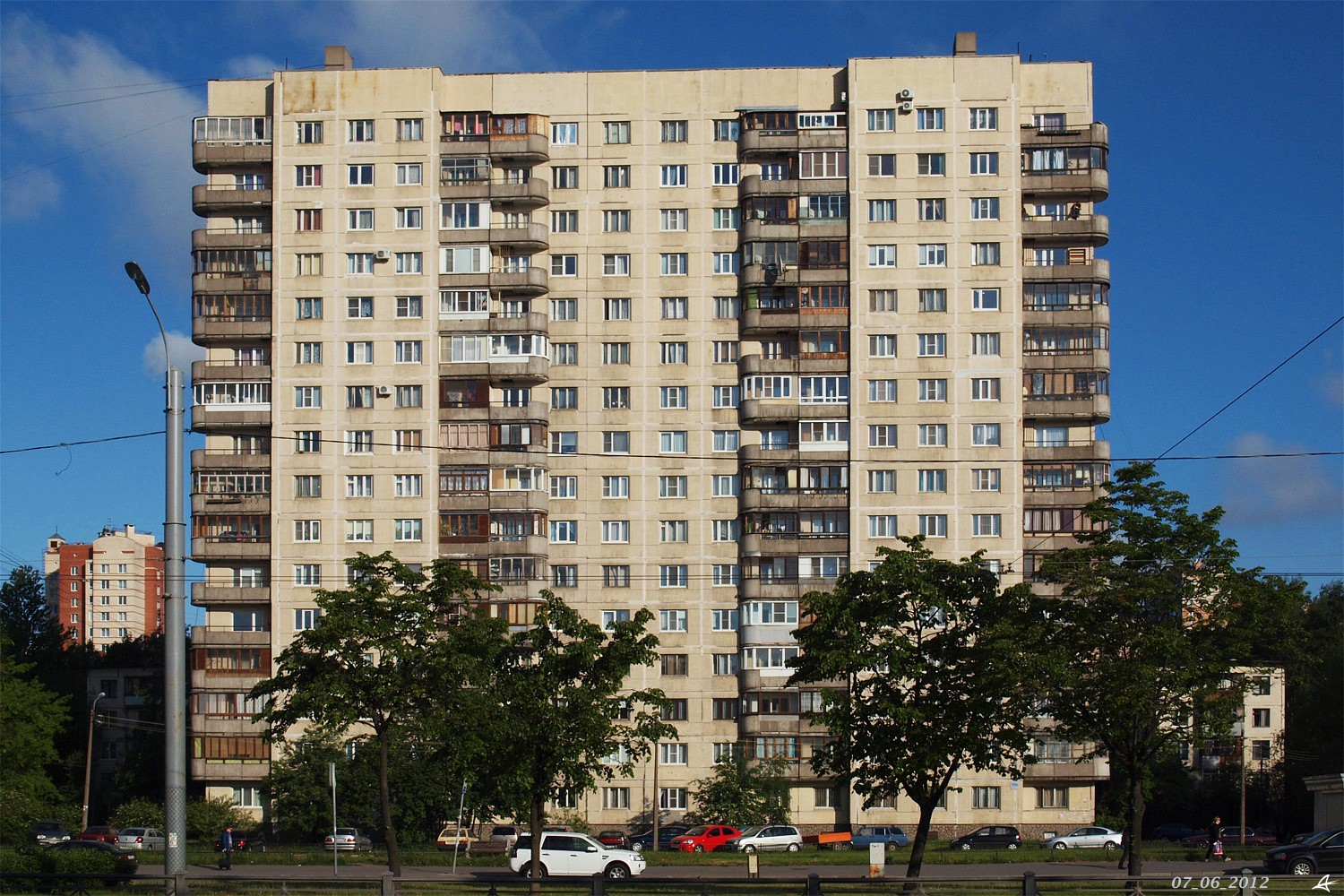 Residential building of the late USSR. https://domofoto.ru/photo/26265/