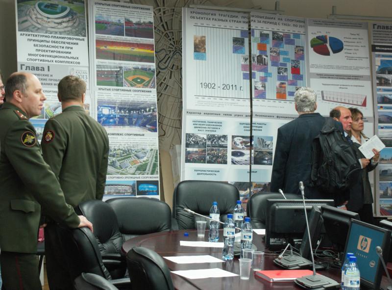 Офицеры в зале ученого совета МАРХИ, Москва, 2011 г.
