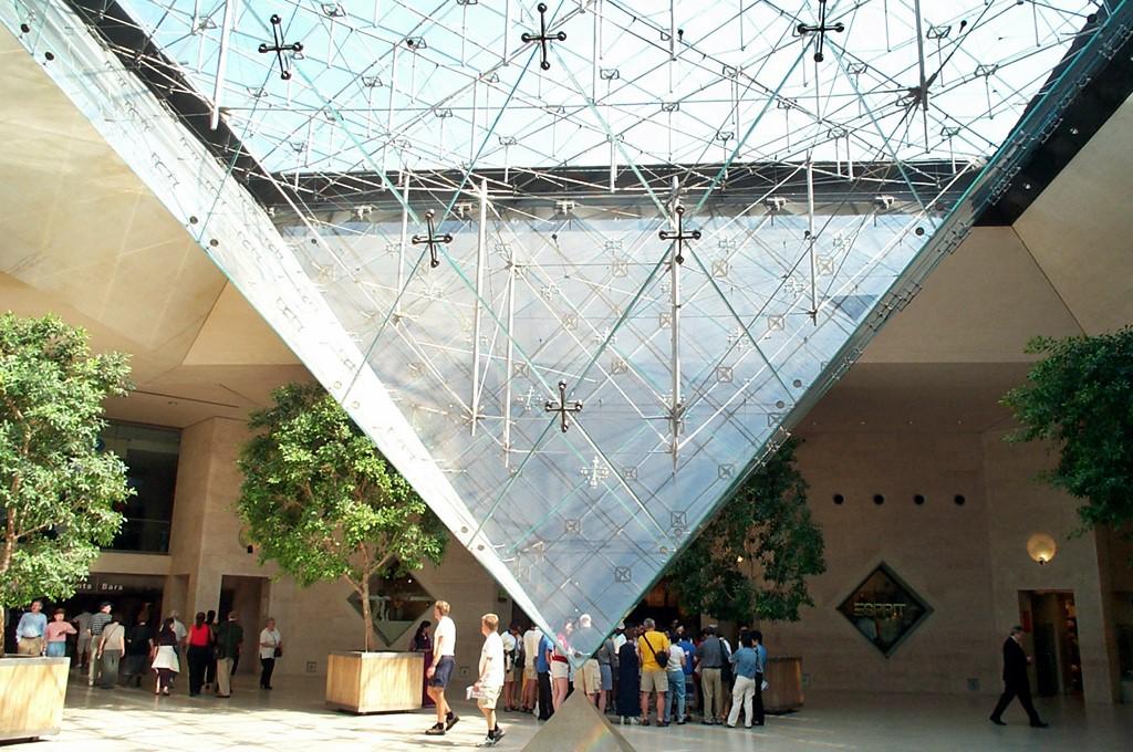 Крепление внутренней части пирамиды Лувра