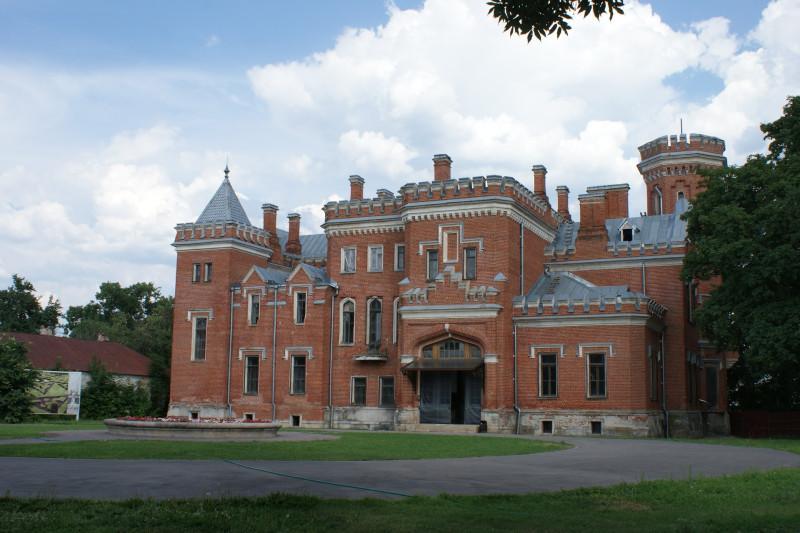 Внутри расположен музей с экспозицией об истории замка