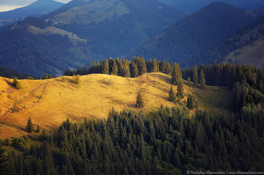 Carpathian mountain hills at cloudy sunrise_3