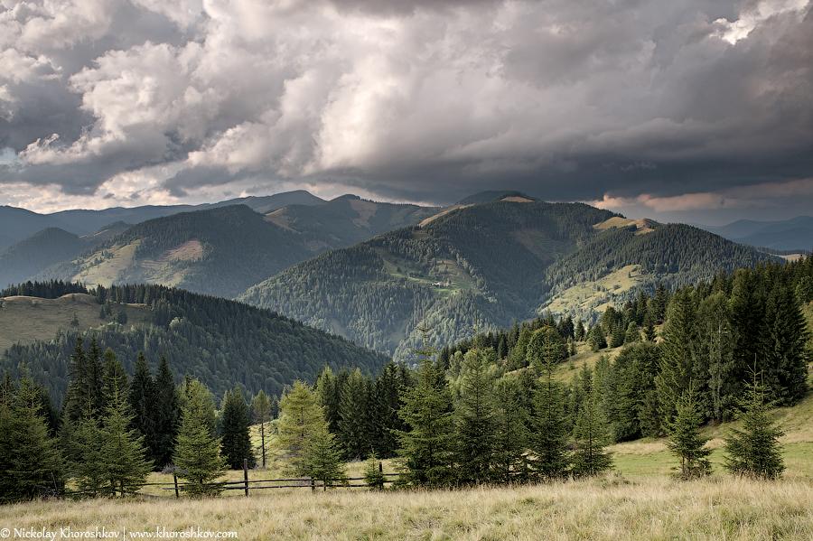 Mountain valley before rain