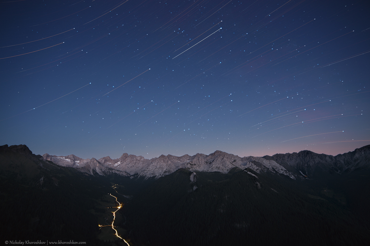 Star tracks over mountain range_2