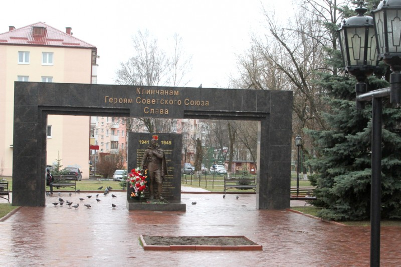 Памятник Скала с колотыми гранями Музеи цветаева надгробие стихи