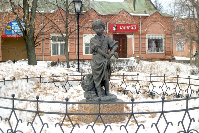 Памятник Скала с колотыми гранями Касли Цоколь резной из габбро-диабаза Барабинск