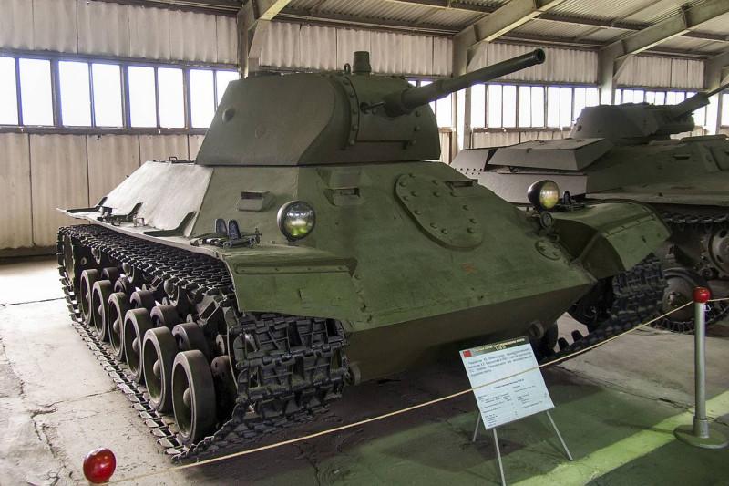 Для 1940 года танк весом в 16 тонн казался слишком тяжелым.