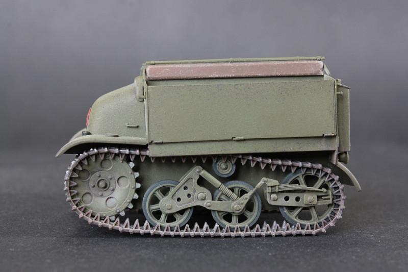 Хорошо видно что подвеска совсем не похожа на подвеску  Т-35 или Ворошиловца.