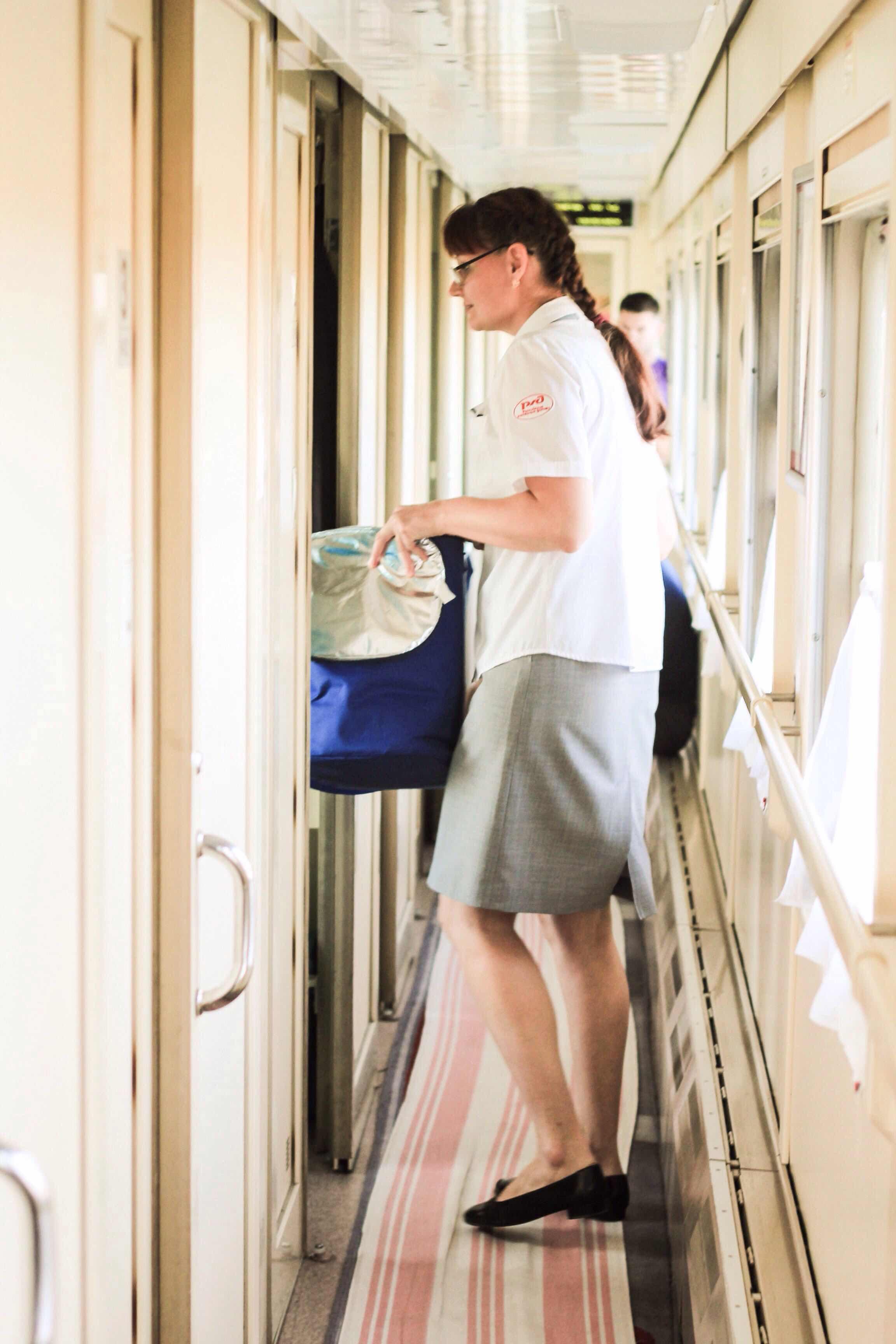 Нгоно голые проводницы поезда достал тайника
