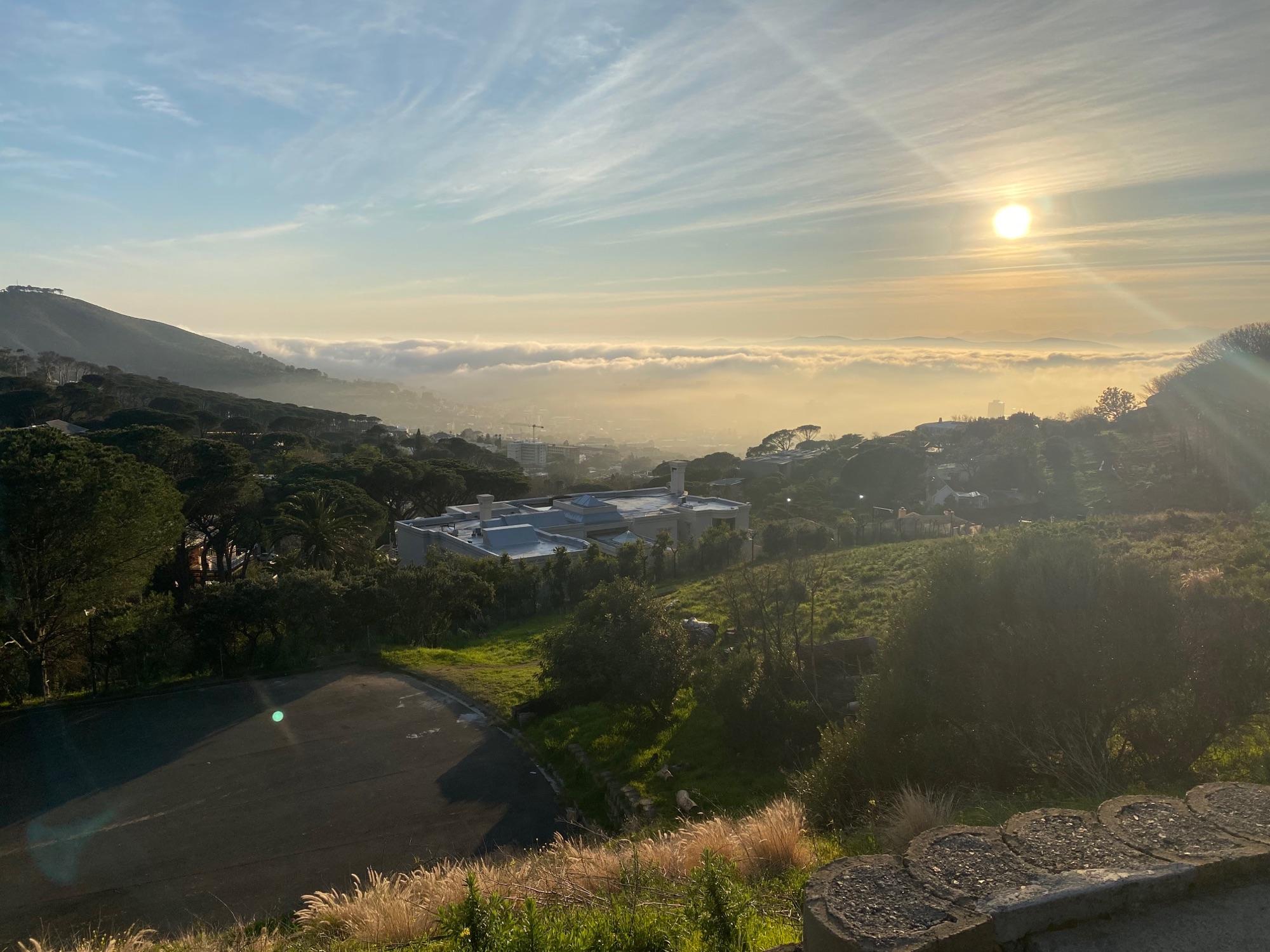 """Второй день центр Кейптауна залит необычно устойчивым плотным туманом. Вспомнился """"The Mist"""" Кинга"""