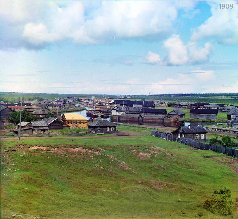 Общий вид на город и реку Вытегру. Реставрация: В. Ратников