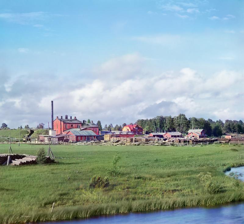 Слева видна плотина на Белом ручье