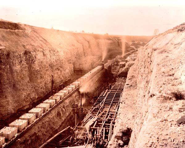 Строительство Девятинского перекопа. Глубина от поверхности до будущего дна — 24 метра в максимуме