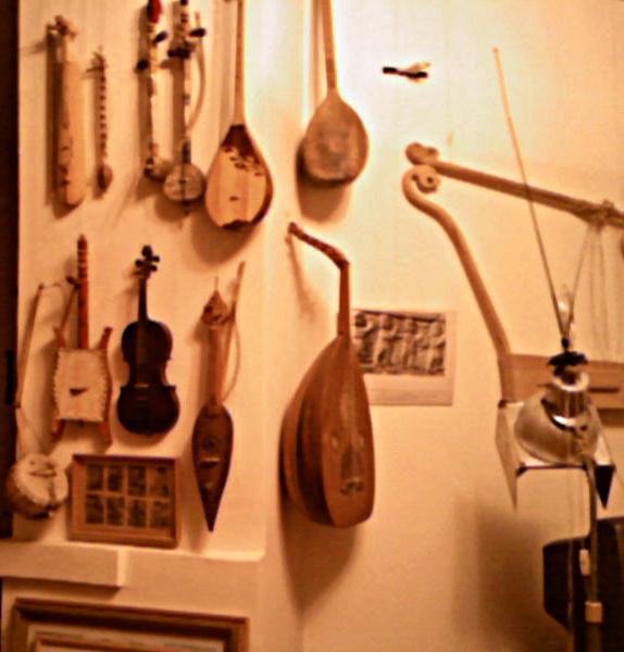 Струнные народные музыкальные инструменты со всего мира. Музей Замудина Гучева, Майкоп, Адыгея @  Zamudin Guchev's museum, Maykop, Adygea, Cawcasus