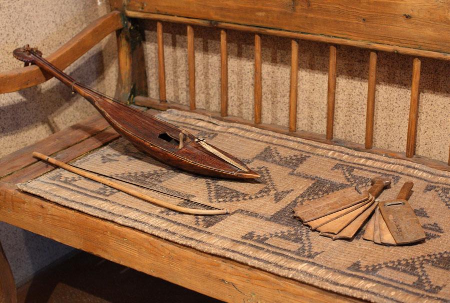 Музыкальные инструменты. Национальный музей Адыгеи