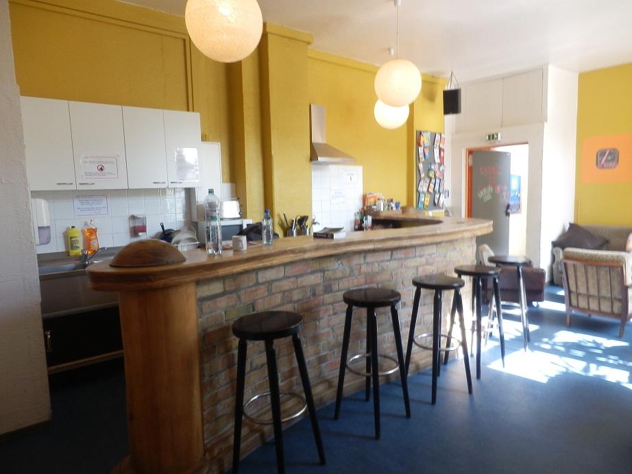 kuhnya-bar-hostel-berlin-anzor.tv