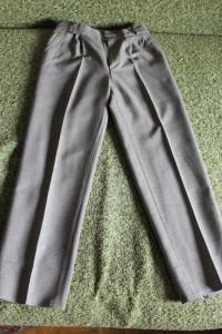 костюм беж  тройка брюки 84-61