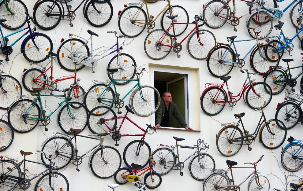 Дом с велосипедами
