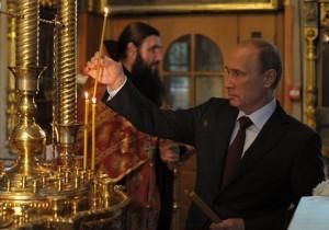 Путин-ставит-свечку-за-Новороссию