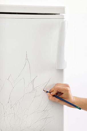 Роспись на холодильнике Шаг 1. Готовим поверхность, наносим контуры