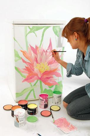 Роспись на холодильнике Шаг 4. Салатовым цветом рисуем стебли и листья