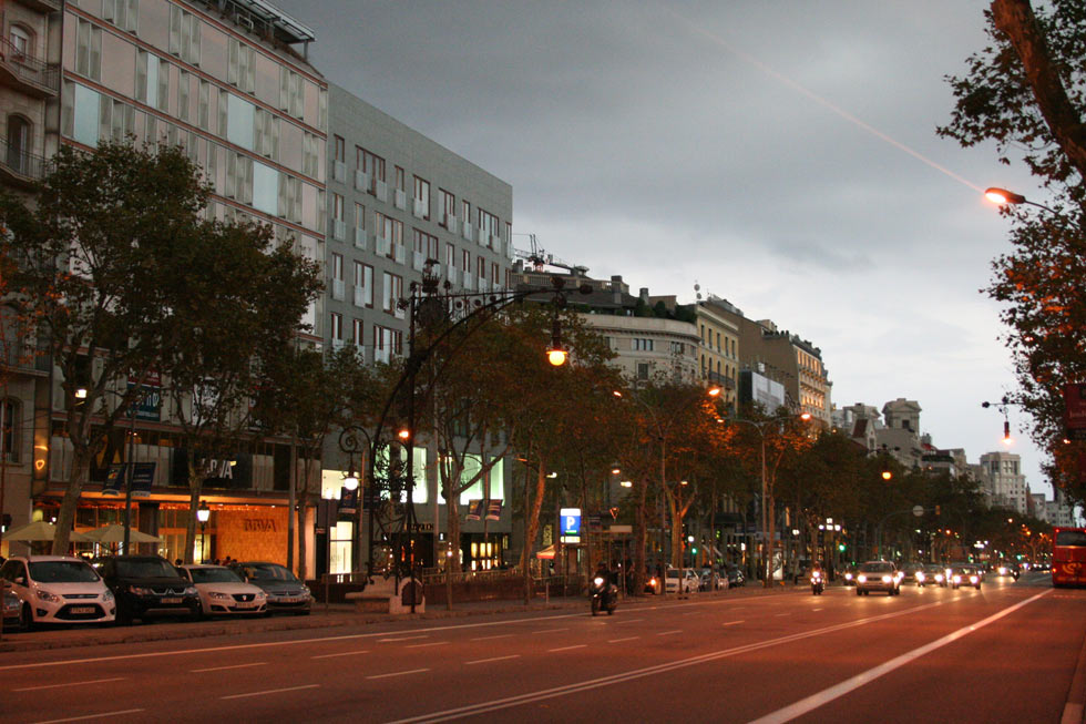 Barcelona-avenida-noche-1-mybarcelona.info, apassionata, ФОТО, Барселона, Испания, путешествия, блог,  - копия