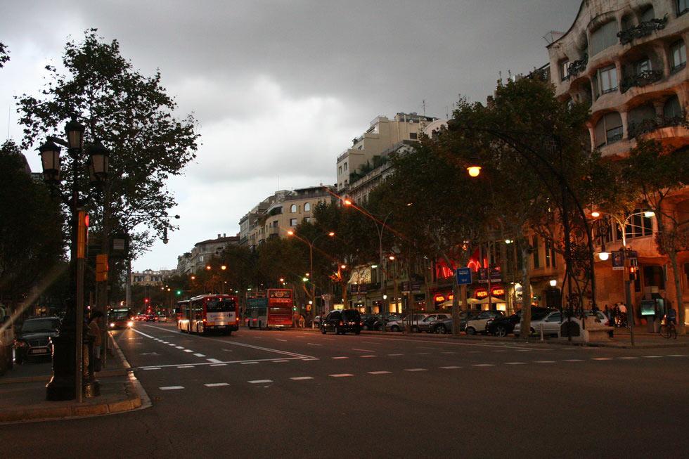 Barcelona-avenida-noche-mybarcelona.info, apassionata, ФОТО, Барселона, Испания, путешествия, блог,