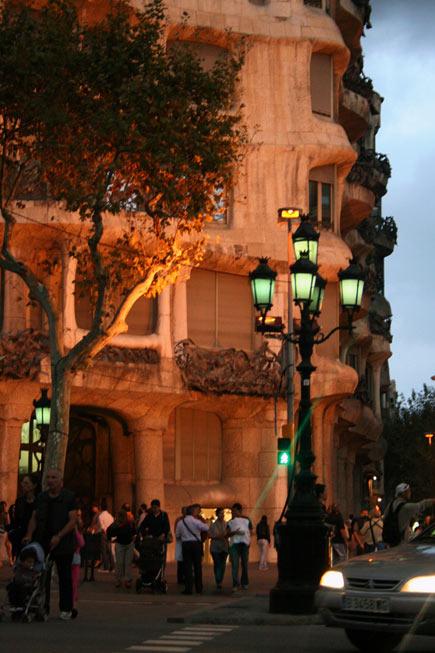Barcelona-casa-mila-noche-mybarcelona.info, apassionata, ФОТО, Барселона, Испания, путешествия, блог,